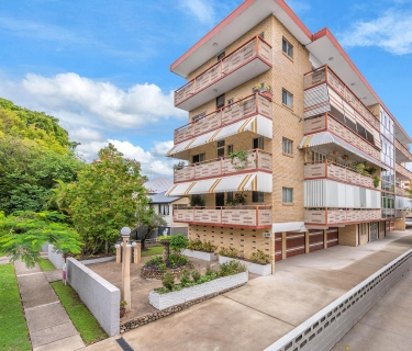 UNIQUE 3 BEDROOM APARTMENT OPPORTUNITY IN NEW FARM
