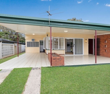 Upper Whitfield - Home on Huge Block - 1090 M2