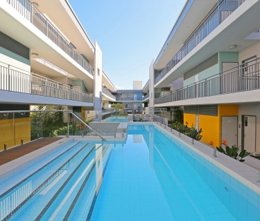 EXTRA SPACIOUS MODERN APARTMENT IN AMAZING LOCATION!!