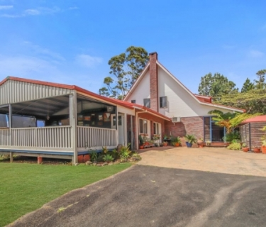Two Storey Home on 25 acres + Granny Flat  - WOW!