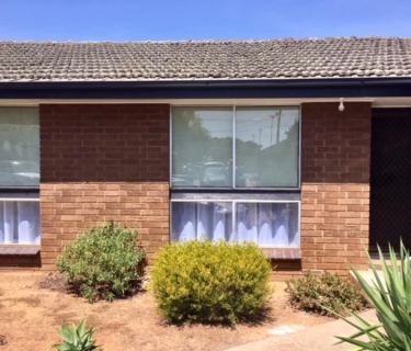 RENOVATED 2 BEDROOM UNIT -   WALK TO WERRIBEE STATION