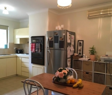 STOP Looking, This Is It!    Great 2 Bed 1 Bath Unit Cats Allowed