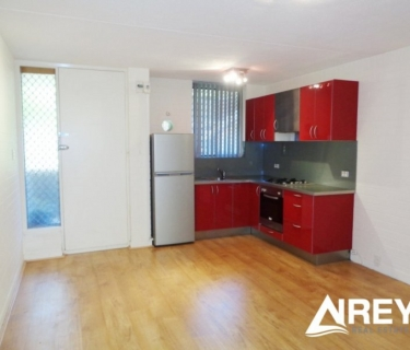 Airconditioned 2 bedroom unit with white goods included