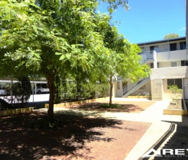 Smack, Bang in the Heart of Claremont!   1 Bed, 1 Bathroom