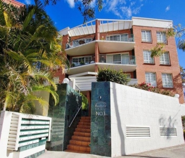 Bright And Airy Two Bedrooms Apartment In The Heart Of Kirribilli!