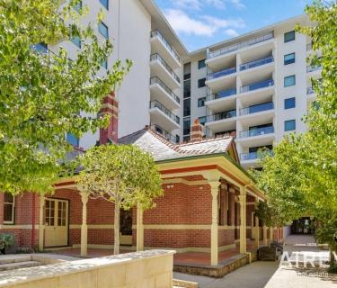 DOUBLE DELIGHT...top location + long term tenant