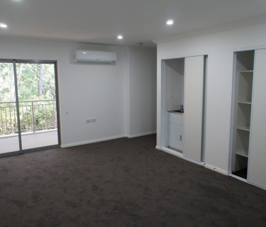 Near new apartment with 2 secure car spaces!!